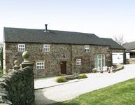 MEADOW PLACE, pet friendly, with a garden in Ipstones, Ref 767