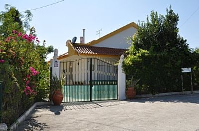 Beautiful Villa with Private Pool sleeps 8