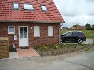 New semi-detached house with 2 wide car parking spaces in a quiet central location