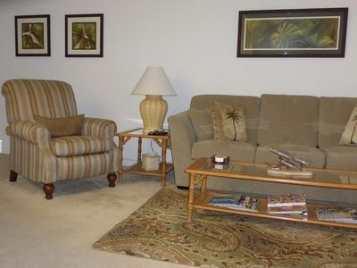 2nd Floor Condo - One Block Walk To Beach Or Enjoy The Pool!