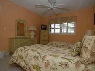 Sanibel Island condo photo - Guest bedroom with 2 sets of twin beds.