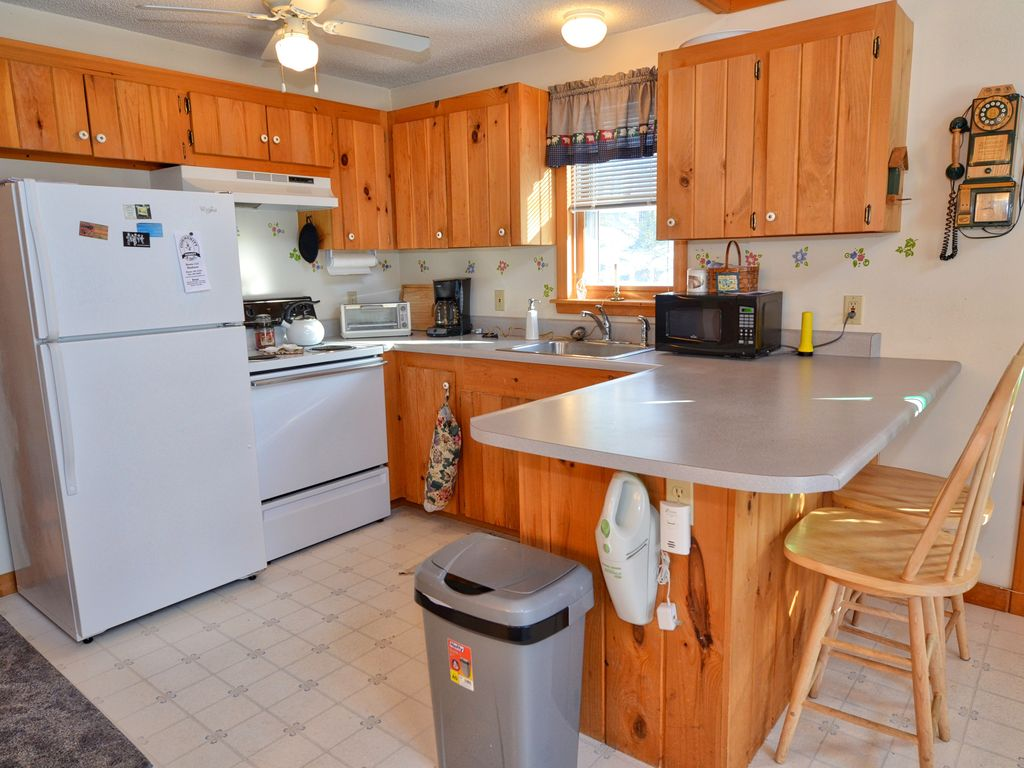 welcoming 2 bedroom 1 bath house, minutes from north conway and 5