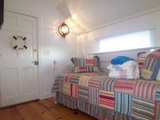 Tom Nevers cottage photo - Twin Bedroom