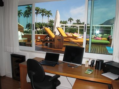 OFFICE WITH IMPERIAL PALMS TREE (2nd Floor)