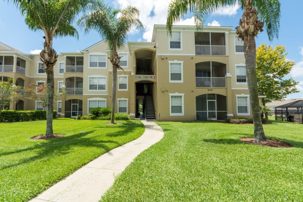 3 bedroom Condo in Windsor Palms (8102PP)
