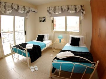 Kato Paphos house rental - Twin bedroom
