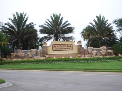 Grand Entrance to the Heritage Bay community
