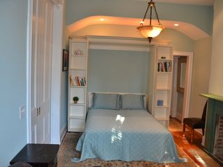 Capitol Hill townhome photo - Extremely comfortable queen-sized bed in private bedroom
