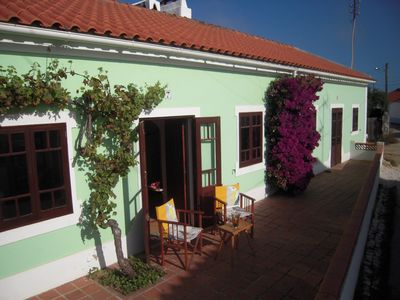Typical old Portuguese farmhouse, quiet, large terrace, close to the beach