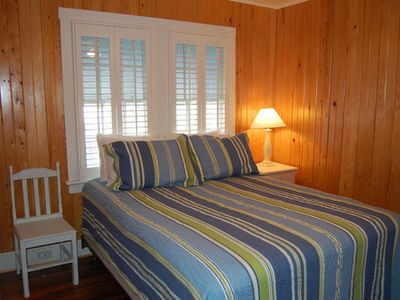 Wrightsville Beach cottage rental - Queen bedroom with shared bath off hall