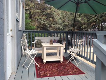 Wrightwood studio rental - Charming front deck to read or sip your drink or gaze at the thousands of stars!