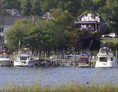 Serendipity House: Four-Season Lodging at the Water's Edge. -Frankfort, Michigan