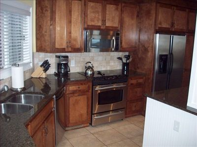 Fully stocked kitchen with stainless steel appliances - new icemaker & microwave