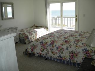 Isle of Palms house photo - King bed with twin daybed for children in room with parents upstairs