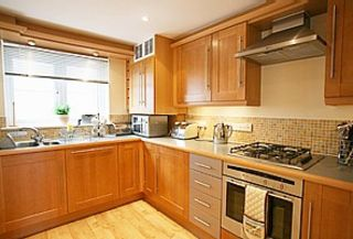 Modern and fully equipped Fitted Kitchen