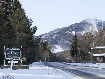 The entrance to the unit is a 2 minute ride to Spruce and on the free public bus to Spruce Lodge.