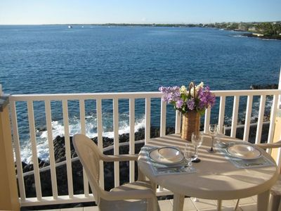 Breathtaking location - Large Lanai offers views of sealife and bay activities.