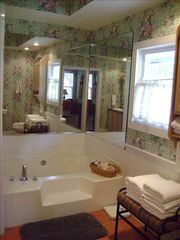 Fredericksburg farmhouse photo - Master Bathroom with garden tub