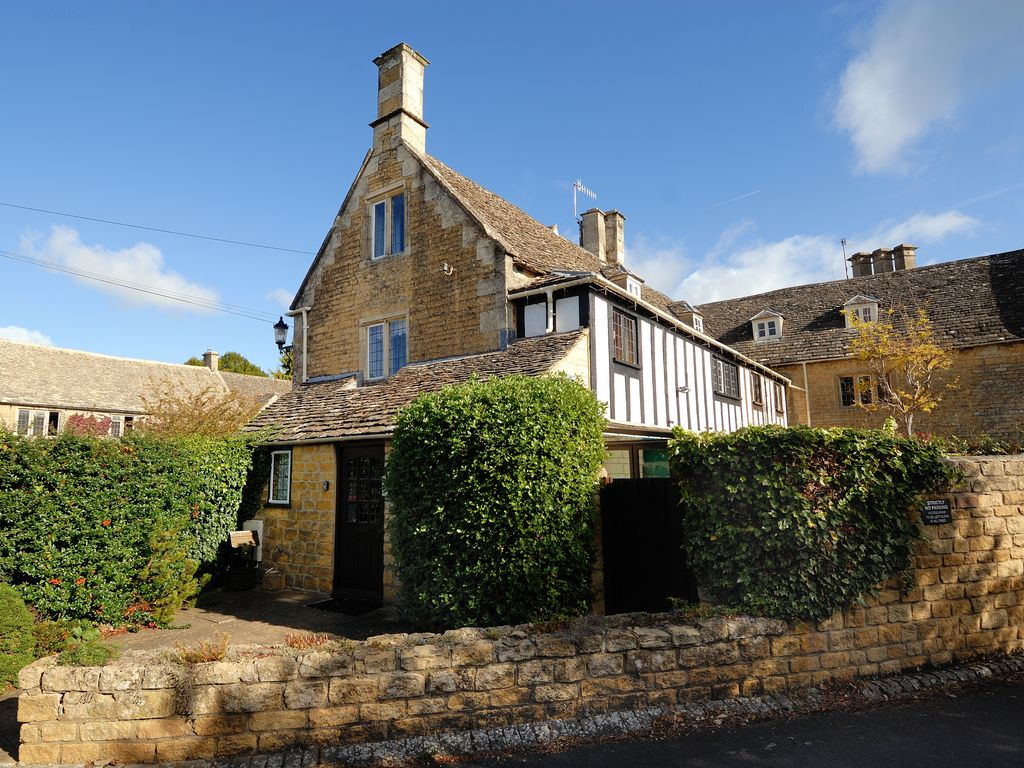 Cloisters Cottage In Bourton On The Water Vrbo
