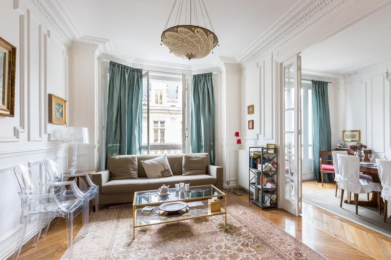 2 Bedroom Home With A Balcony In Le Marais Vrbo
