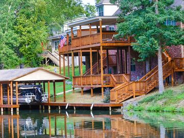 Hot Springs house rental - The dual level deck leading down to the water.