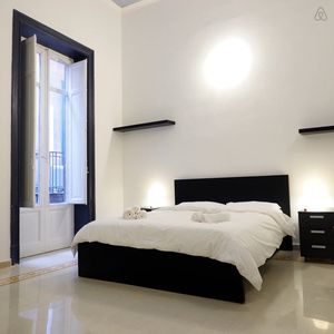Home Holidays At 33 is a luxury apartment in the center of Palermo.