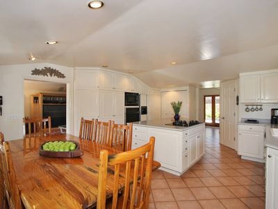 Fully Equipped Family Style Kitchen
