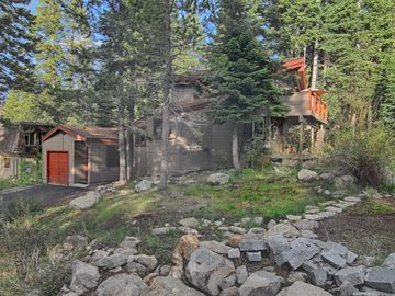 Alpine Meadows cabin rental - Exterior with One Car Garage - Parking for 3 cars (one in the garage and two on the apron)