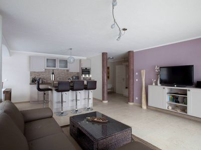 """Barrier-free holiday apartment """"Lebenslust"""" or """"A love of life"""" in Farchant for four people. Fantastic view of the mountains, kitchen island, terrace and séparée"""