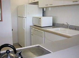 Kailua Kona condo rental - Fully Equipped Kitchen with New Refrigerator