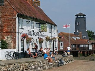 Royal Oak at Langstone Harbour - 15 min walk