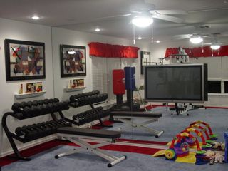 Clermont estate photo - Gym with mirrored wall...