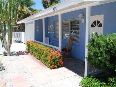 Cortez Cottage Easy Walking Distance from Siesta Village and Beaches