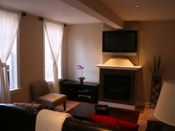 Chicago condo rental - Family room with High Def 47' Plasma