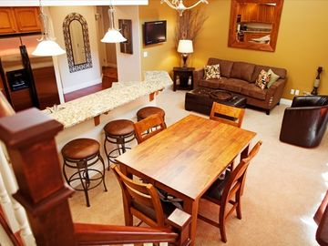 Leavenworth condo rental - Open and warm great room with vaulted ceilings and abundant natural light.