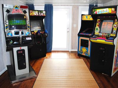 Afterburner, Area 51, Ms. Pacman, Dig Dug, & Jukebox.  (No coins required)!