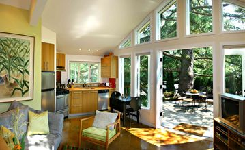 Seattle cottage rental - Light, sunny, airy... the garden patio is your outdoor dining room.