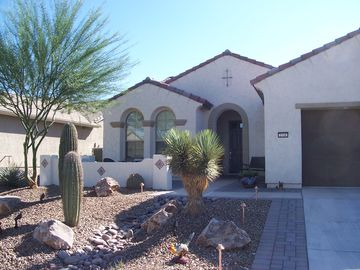 Sahuarita house rental - Front of home with patio