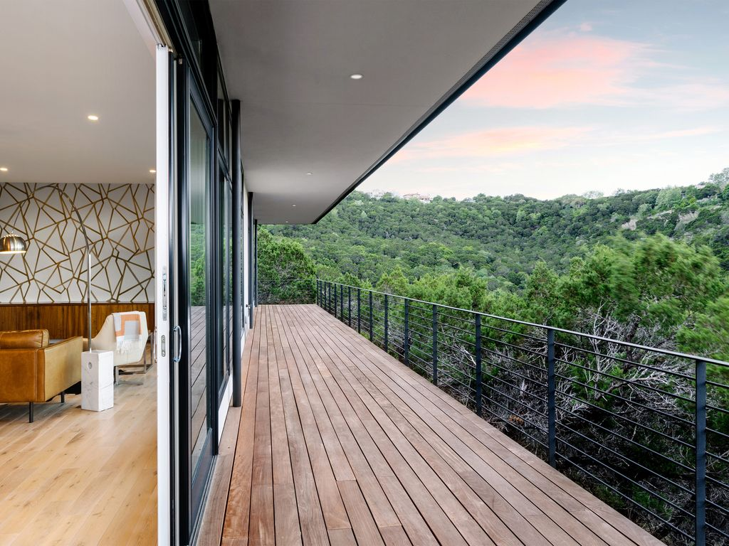Modern Hill Country ROOM Rental Only with a View – 6 Miles to D/T