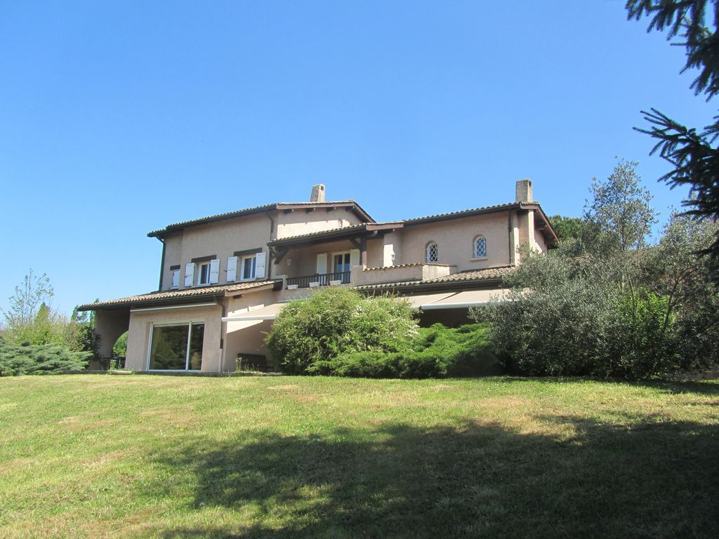 Nice house 30 minutes from lyon homeaway vienne for Tours of nice houses