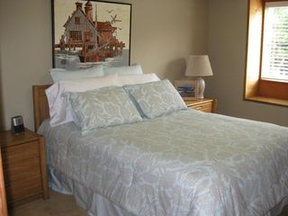 Lincoln City townhome photo - Middle Level Bedroom Queen size Bed