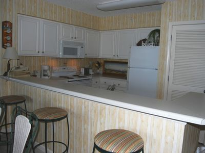 Pelican Beach condo rental - Fully Equipped Kitchen, eat-in or use the poolside gas grills