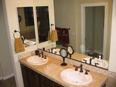 Double sinks, perfect for a couple