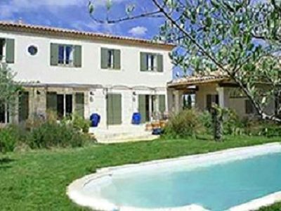 Beautiful country house in the heart of Uzes 200m2 with pool