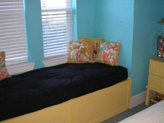 Destin house photo - One of two window youth beds.