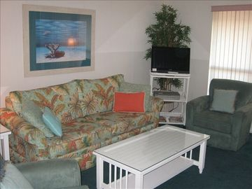 Destin studio rental - Living room of 2nd floor unit with sofa bed, 8205