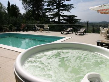 Jacuzzi & Swimming Pool
