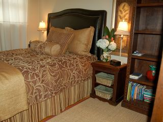 Hermosa Beach house photo - Palm Bedroom w/ queen bed and HD TV