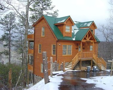 Cabin + Snow = Beautiful.