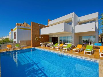 Villa Oceano - Four Bedroom Villa, Sleeps 9